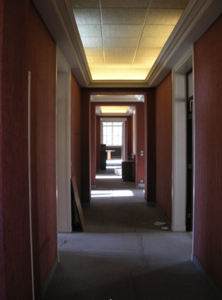 L'administration des canaux  quitte le bâtiment